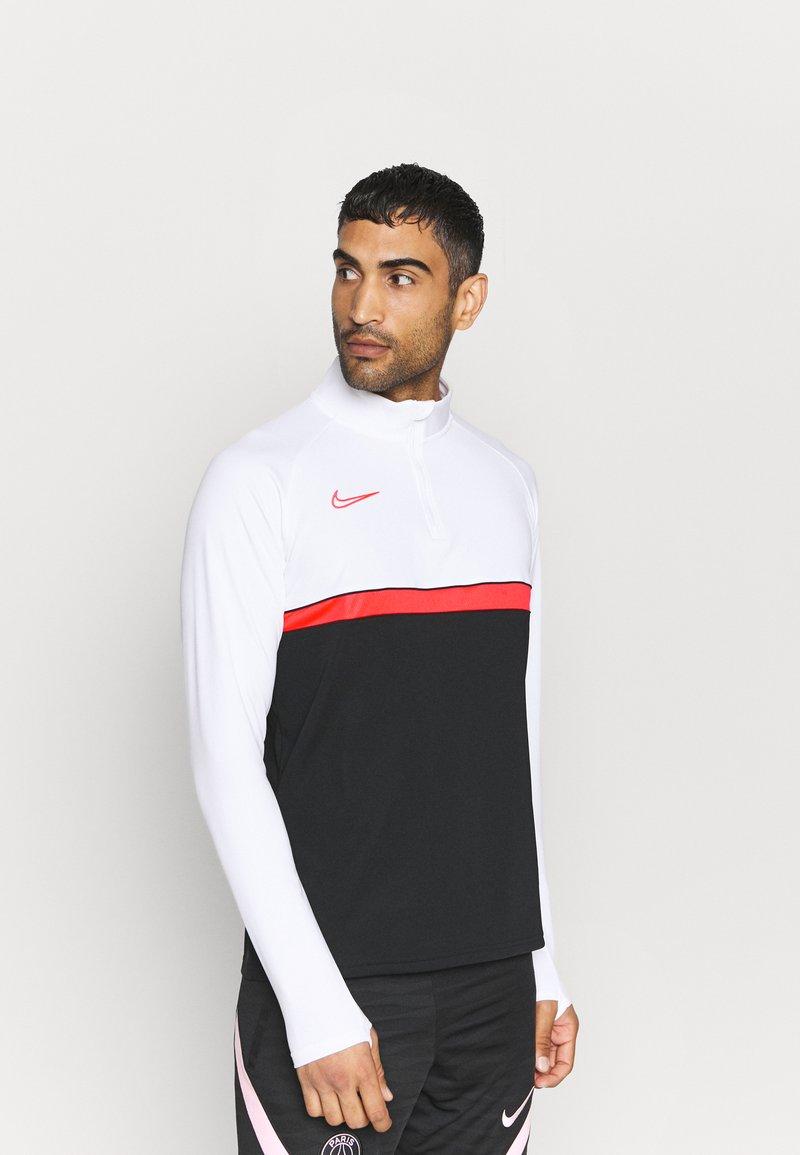 Nike Performance - ACADEMY DRIL - Funktionstrøjer - black/bright crimson