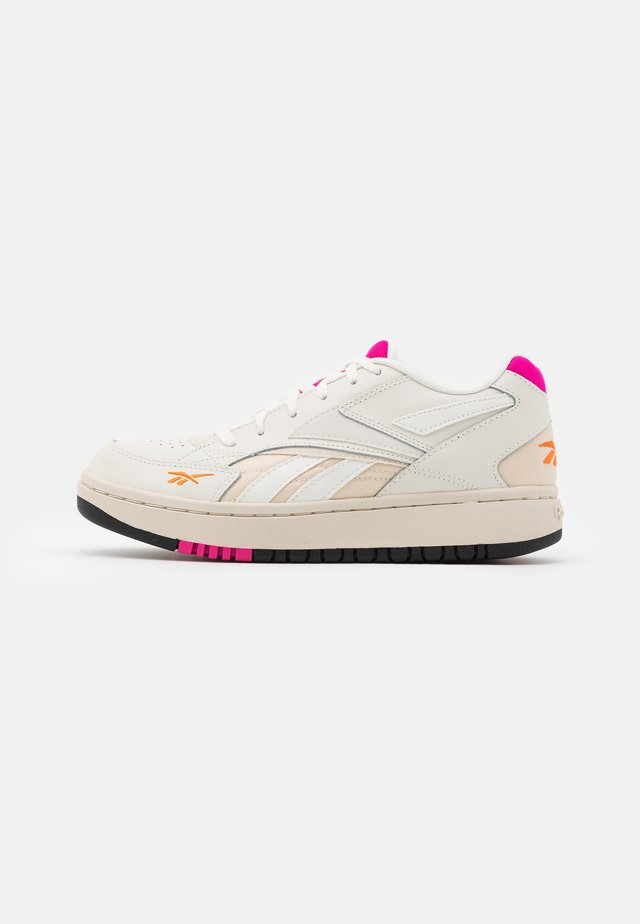 COURT DOUBLE MIX - Sneakersy niskie - chalk/alabaster/proud pink