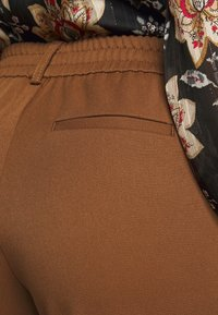 Object Petite - OBJLISA SLIM PANT - Trousers - partridge - 3