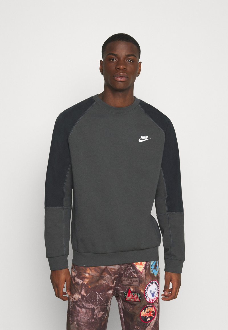 Nike Sportswear - Sweatshirt - smoke grey/black/white
