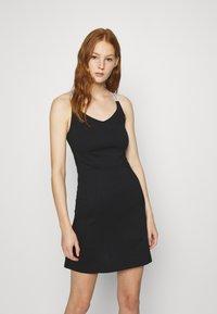 Calvin Klein Jeans - LOGO STRAPS MILANO DRESS - Žerzejové šaty - black - 0