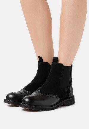 VMMATTER BOOT - Kotníkové boty - black