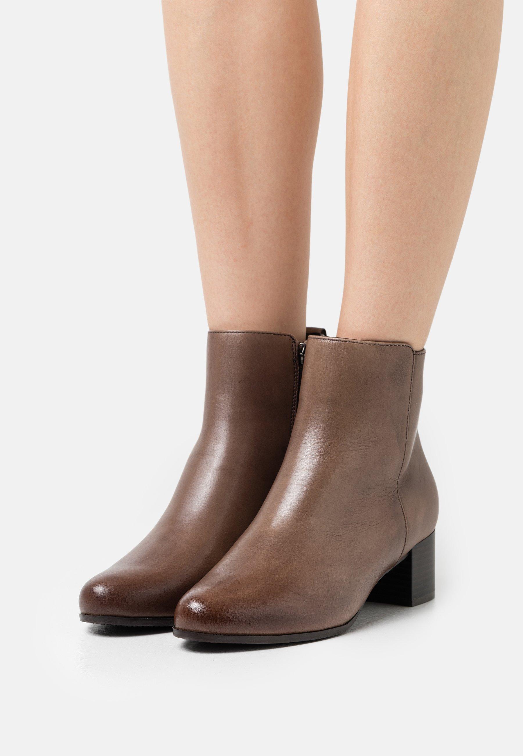 Women Classic ankle boots - nougat