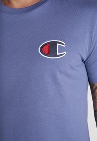 Champion - CREWNECK - Print T-shirt - purple - 3
