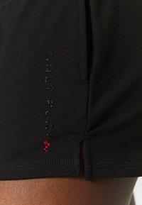 ONLY Play - ONPPERFORMANCE SHORTS - Pantalón corto de deporte - black - 6