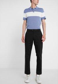Versace Collection - PANTALONI TESSUTO - Trousers - nero - 0