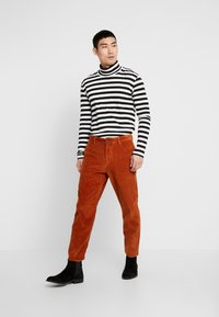 Tiger of Sweden Jeans - BRYN - Trousers - desert clay - 1