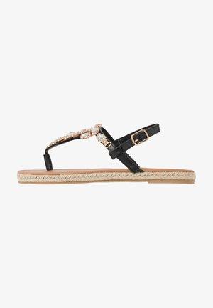 LAILAH - Sandály s odděleným palcem - black
