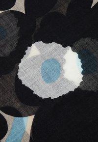 Marimekko - FIORE PIENI UNIKKO SCARF - Scarf - off-white/black/blue - 2
