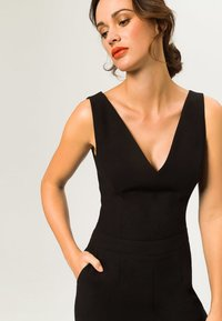 IVY & OAK - V NECK - Tuta jumpsuit - black - 3
