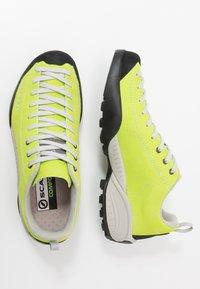 Scarpa - MOJITO UNISEX - Zapatillas de senderismo - green fluo - 1