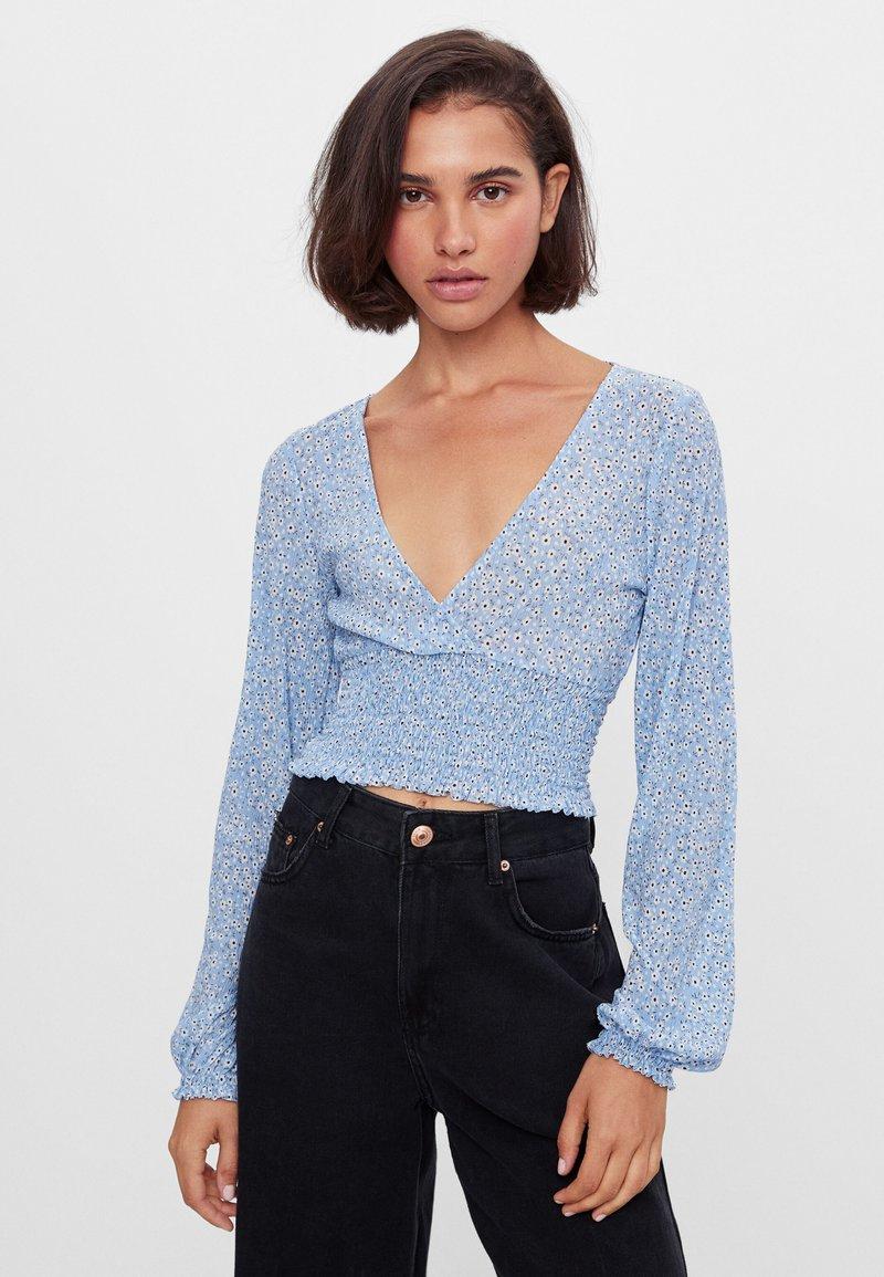 Bershka - MIT V-AUSSCHNITT - Long sleeved top - blue