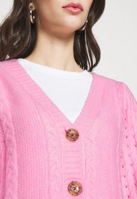 Miss Selfridge - PRETTY STITCH DETAIL SLEEVE CROP CARDIGAN - Cardigan - mid pink - 4