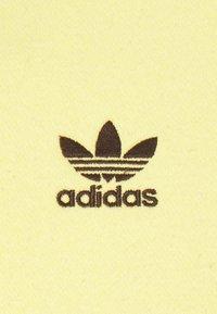 adidas Originals - ESSENTIAL CREW - Collegepaita - pulse yellow - 5