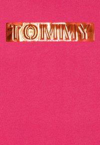 Tommy Hilfiger - LABEL DRESS - Denní šaty - pink - 2