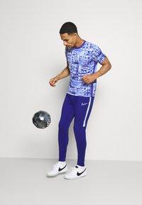 Nike Performance - DRY ACADEMY  - Print T-shirt - royal pulse/white - 1