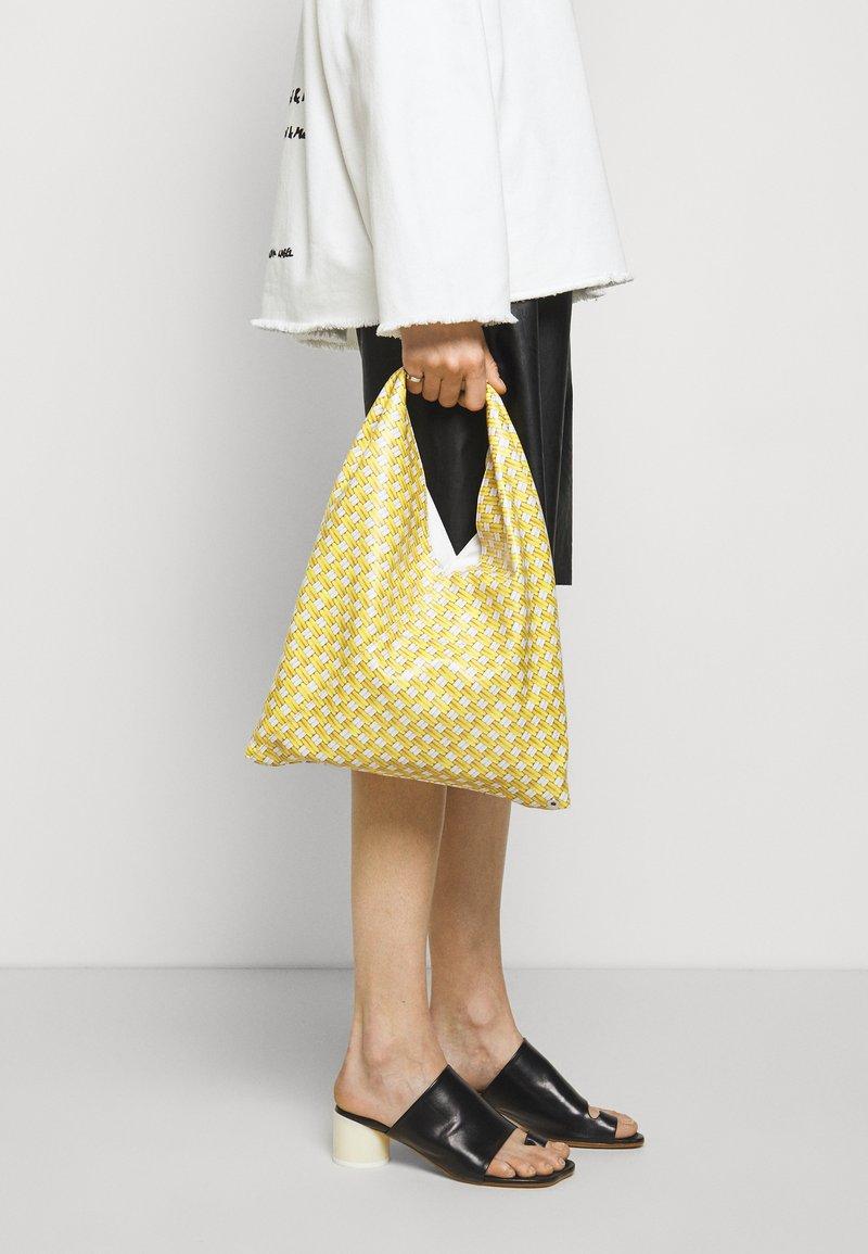 MM6 Maison Margiela - BORSA MANO - Bolso shopping - yellow