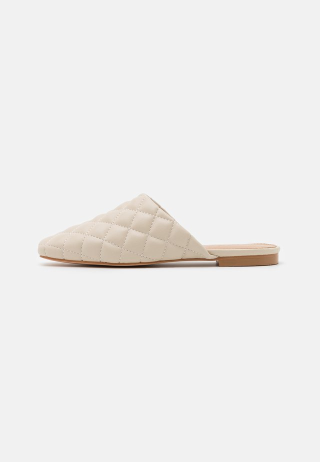 QUILTED LOAFERS - Pantuflas - offwhite
