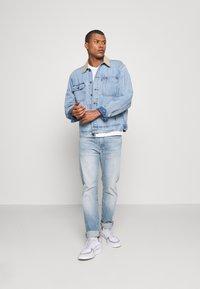 Levi's® - SUNSET TRUCKER - Veste en jean - how strong - 1