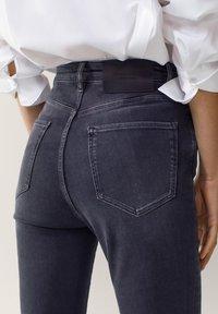 Massimo Dutti - HOHEM BUND - Jeans Skinny Fit - grey - 4