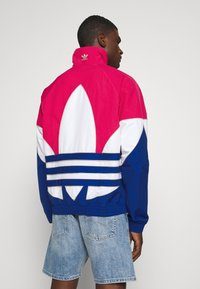adidas Originals - OUT - Korte jassen - powpnk/white/royblu - 2
