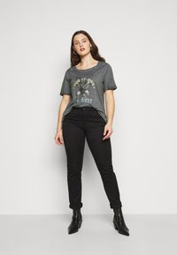 Zizzi - MBRITT - Print T-shirt - grey washed - 1