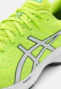 ASICS - GT 2000 9 - Stabilty running shoes - hazard green/pure silver - 5