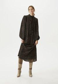 Gestuz - TIKAGZ  - Maxi dress - brown strokes - 1