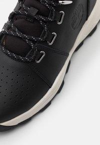Timberland - BROOKLYN - Šněrovací kotníkové boty - black - 5