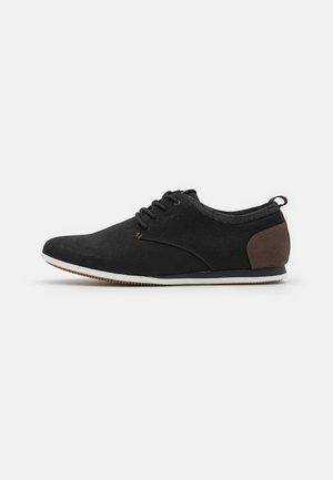 Sznurowane obuwie sportowe - black