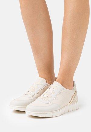 NICKI - Tenisky - offwhite/beige