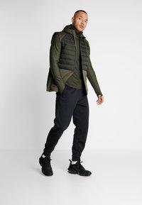 Nike Performance - UTILITY THRMA NVTY - Funktionströja - khaki/black - 1
