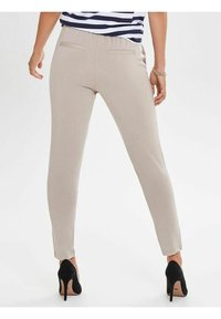 ONLY - POPTRASH EASY COLOUR  - Joggebukse - off-white/off-white - 2