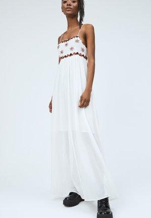 ADRIANA - Maxi šaty - mousse