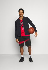 Nike Performance - DRY SHORT PRINT - Träningsshorts - black/university red - 1