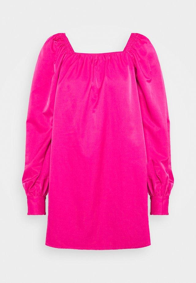 RUCHED LONG SLEEVE BABYDOLL - Denní šaty - magenta