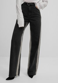 Bershka - Jeans bootcut - black - 0
