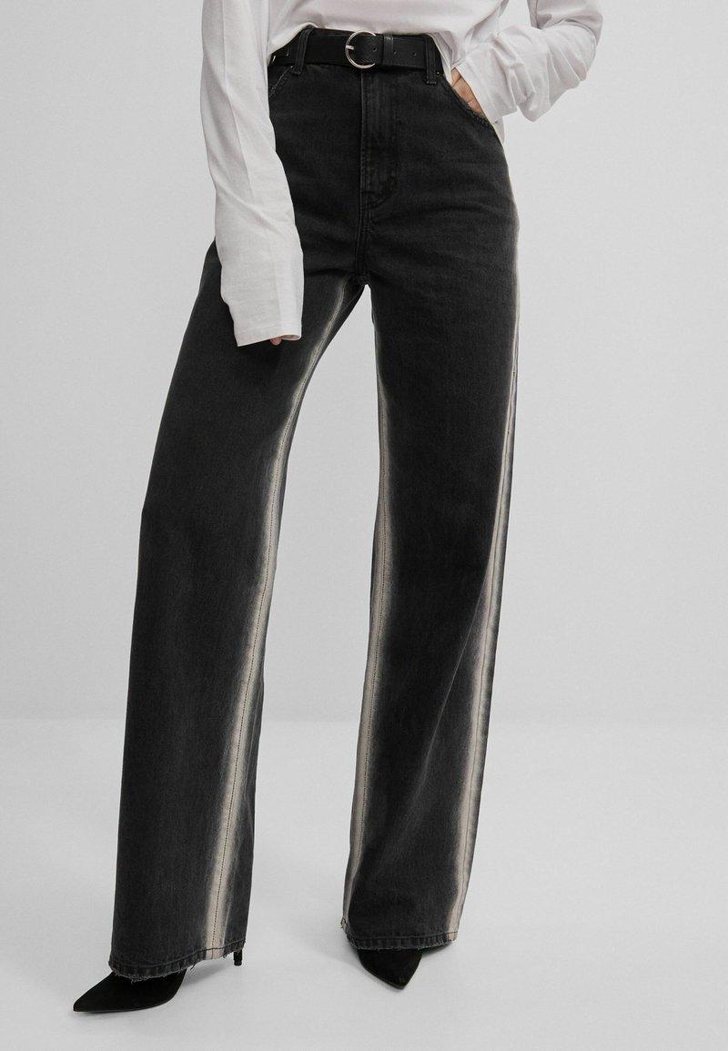 Bershka - Jeans bootcut - black