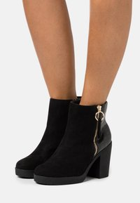 Dorothy Perkins Wide Fit - WIDE FIT ABBY SIDE ZIP BOOT - High heeled ankle boots - black - 0