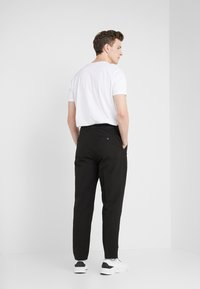 3.1 Phillip Lim - SINGLE PLEAT PANT - Tygbyxor - black - 2