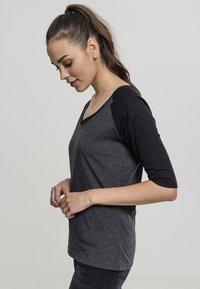 Urban Classics - T-shirt con stampa - charcoal/black - 2