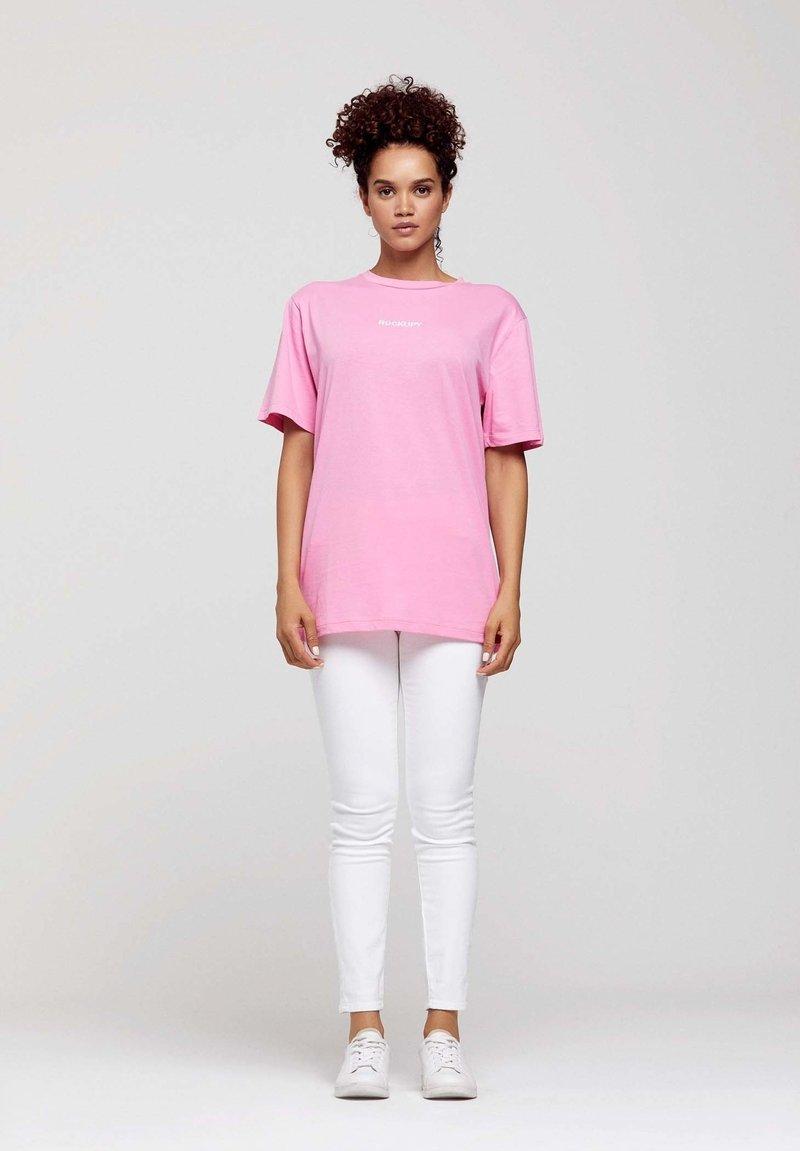 ROCKUPY - Print T-shirt - pink
