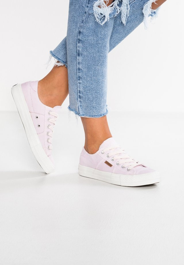 Zapatillas - rosa/weiß