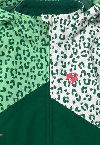 Ziener - ALANI JUN UNISEX - Snowboardová bunda - spruce green/white - 4