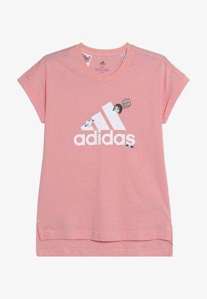 BADGES ATHLETICS SHORT SLEEVE GRAPHIC TEE - Camiseta estampada - pink