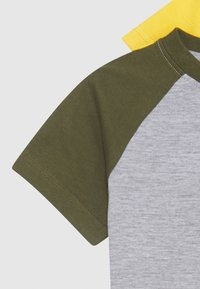 Friboo - BOYS RAGLAN TEE 4 PACK - Triko s potiskem - dark blue/red/light grey - 3