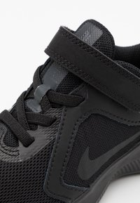 Nike Performance - DOWNSHIFTER 10 UNISEX - Neutral running shoes - black/anthracite - 5
