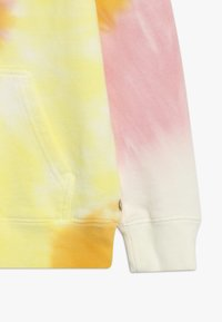 Scotch & Soda - TIE DYE HOODY WITH CHEST BADGE - Jersey con capucha - multi-coloured - 2