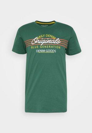 JORTONNI  - T-shirt med print - trekking green