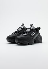 Versace Jeans Couture - Sneaker low - nero - 1